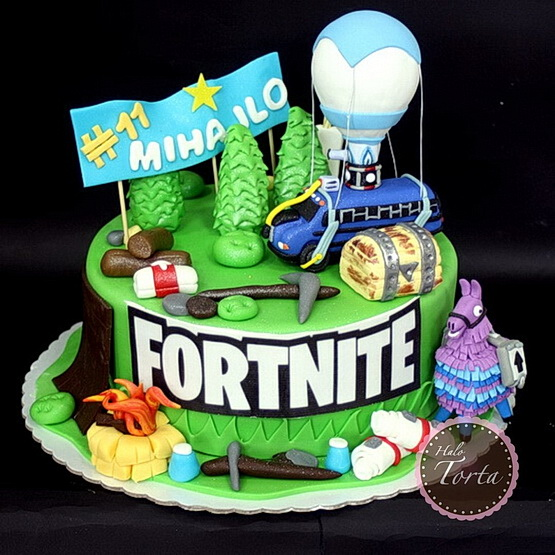 Fortnite torta sa puno figurica